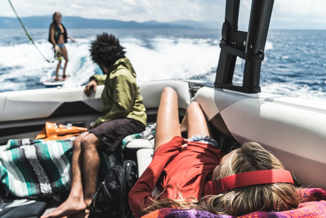OT1900-R-Cabos-Boating-Laying-Lifestyle